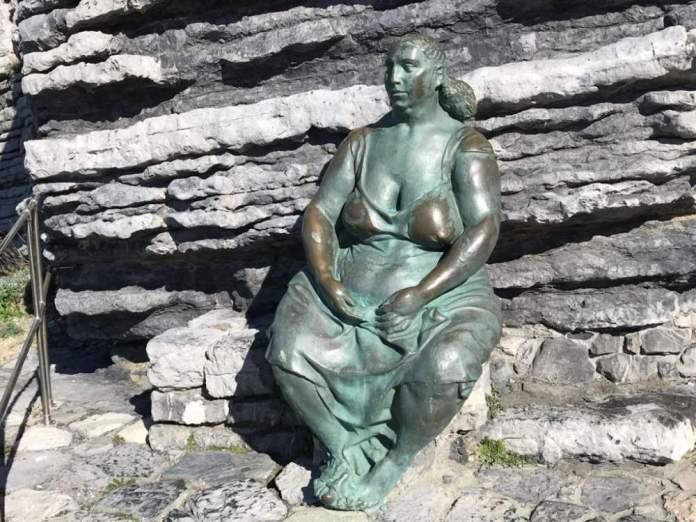 portovenere statua madre natura
