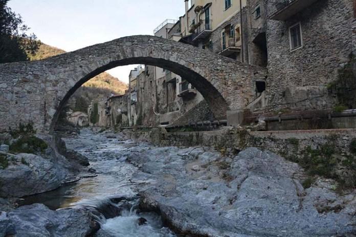 val neva zuccarello ponte romanico
