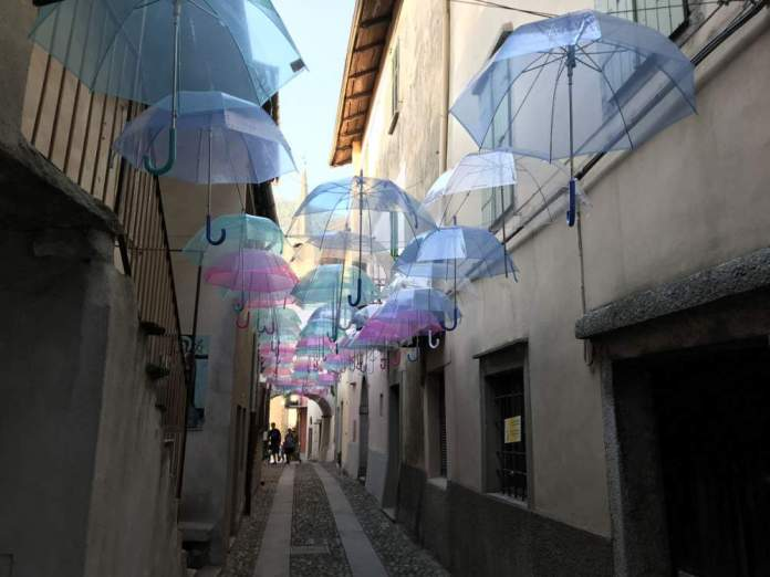 strada ombrelli mergozzo
