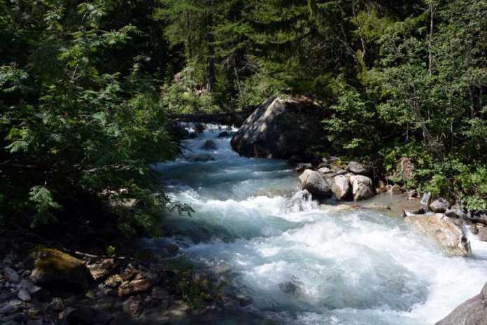 fiume montagna
