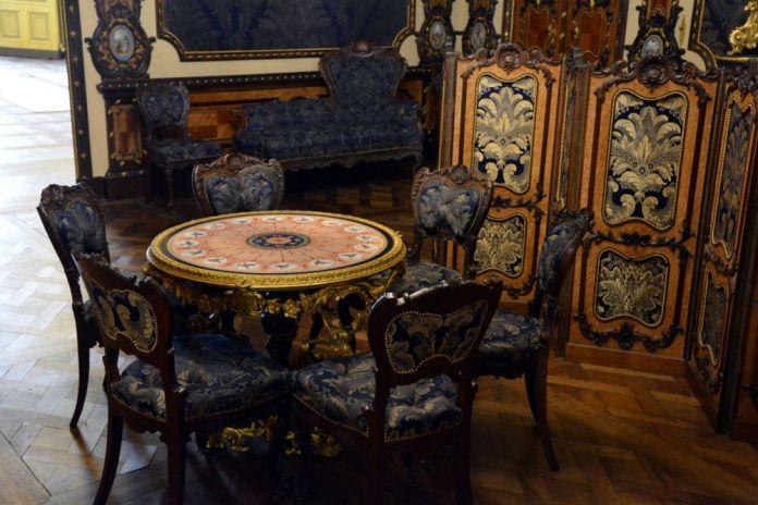 dintorni di torino tavolo sedie castello