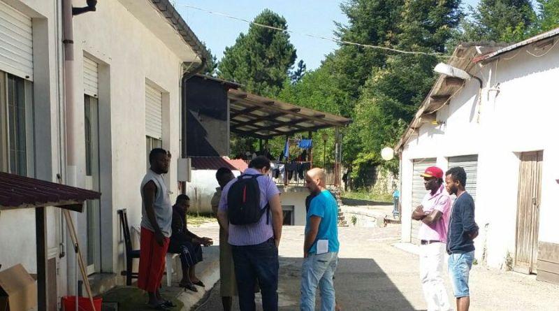 http://www.ilfattoquotidiano.it/2015/09/05/migranti-il-centro-daccoglienza-in-calabria-e-nello-scantinato-di-un-ex-ristorante-di-montagna/2011040/