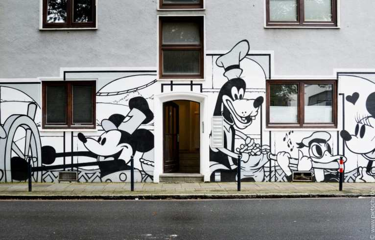 Stefanie Pietschmann - the prowlers - street art Bremen Germany Disney