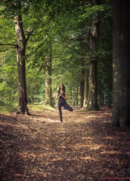 Stefanie PIetschmann Yoga Utrecht in the forest