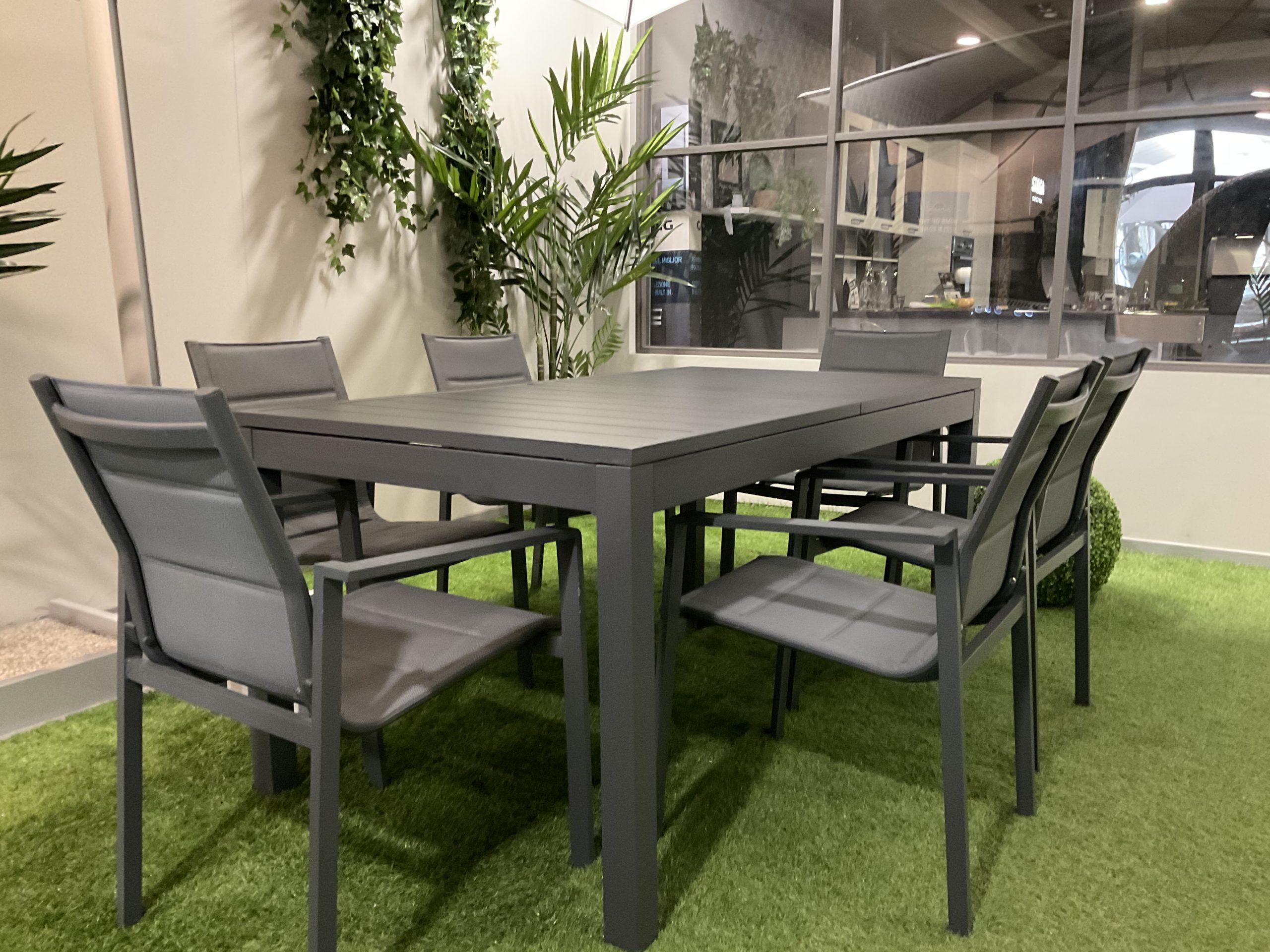Il design del tavolo da giardino 3millimetri, disegnato dallo studiocharlie per depadova,. Tavolo Da Esterno In Alluminio 160x90cm