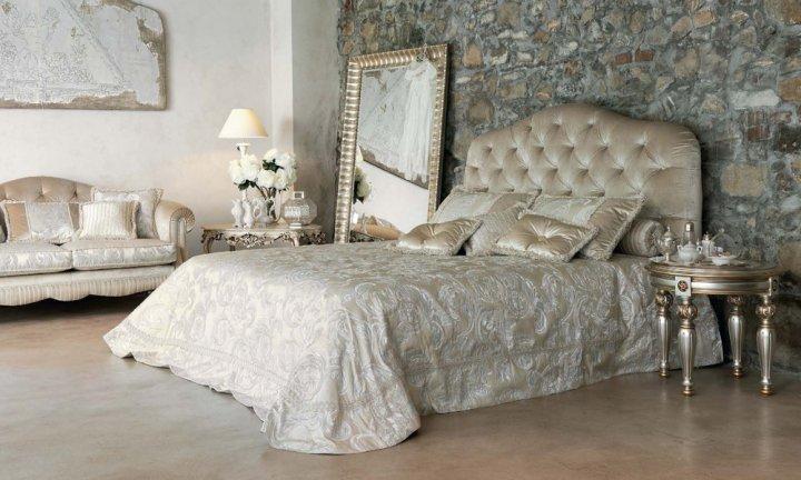 I letti in legno e pelle sono l'emblema dei letti di lusso. Letti Matrimoniali Classici Imbottiti Pigoli Made In Italy