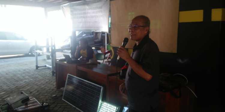 Tim Pengabdian Masyarakat Unhas Membuat Rumpon Elektronik bagi Nelayan