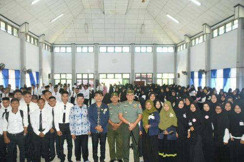 Dandim 1420 Sidrap bersama mahasiswa baru UMS Rappang. --ist--