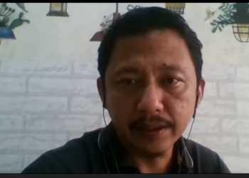 Mustafa Silalahi, Redaktur Utama Tempo, salah seorang mentor dalam pelatihan jurnalisme investigasi yang digelar Hivos-Tempo Witness