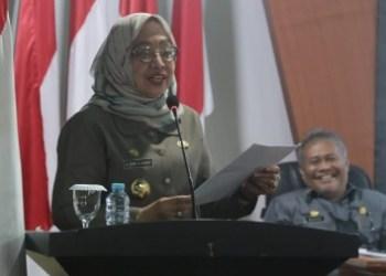 Wakil Gubernur Sulbar, Enny Anggraeny Anwar, menghadiri Rapat Paripurna DPRD Sulbar dengan agenda penyerahan tiga Ranperda, Jumat (15/10/2021).