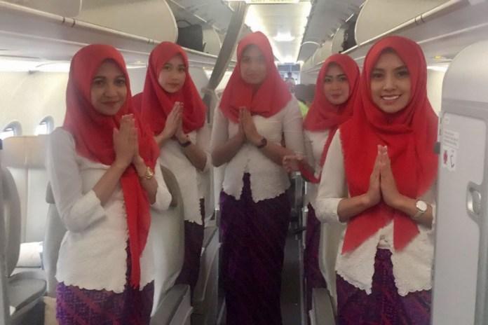 Pramugari Batik Air yang melayani rute penerbangan dari dan ke Banda Aceh mulai mengenakan jilbab.(Humas Lion)