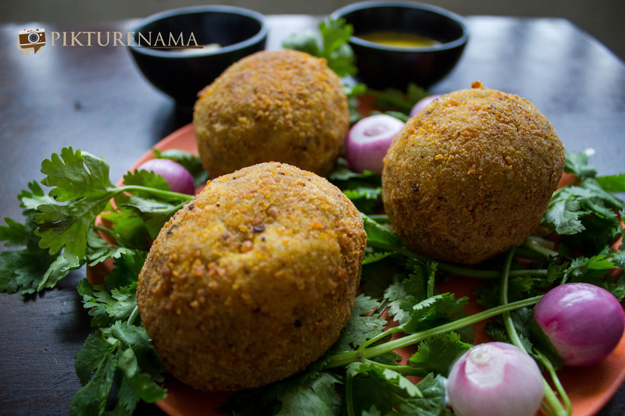 Dimer devil or Scotch eggs desi style and the railway book stall in chandannagore