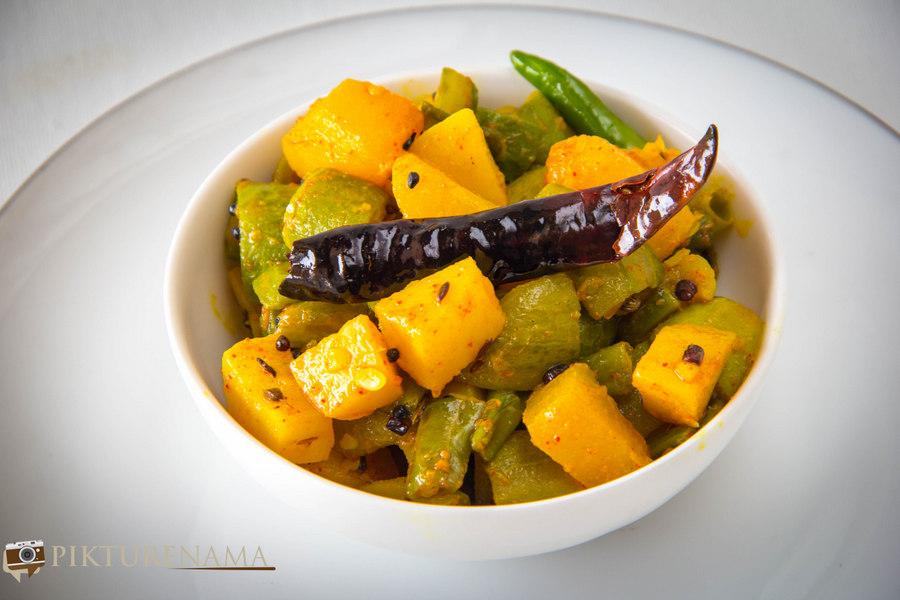 Panch Mishali Torkari- A Bengali Vegetarian Staple with panch phoron