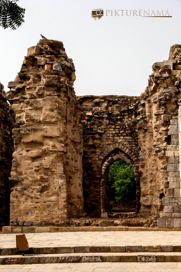 Qutub Minar and Qutub complex - 25