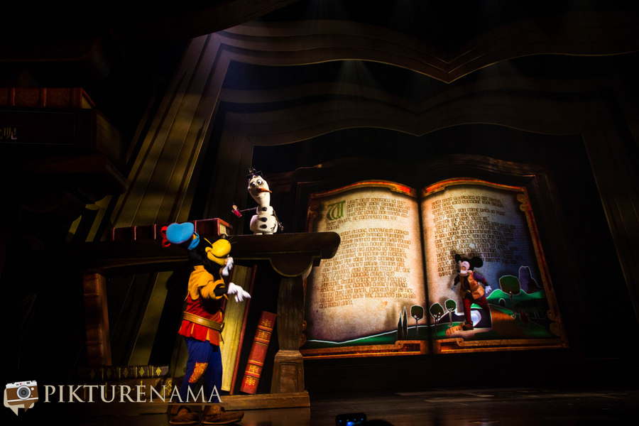 Mickey and the wondrous book Olaf and goofey 1