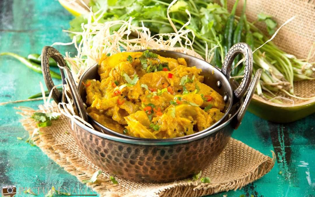 Kancha tomato jhaal / Green tomato in mustard paste