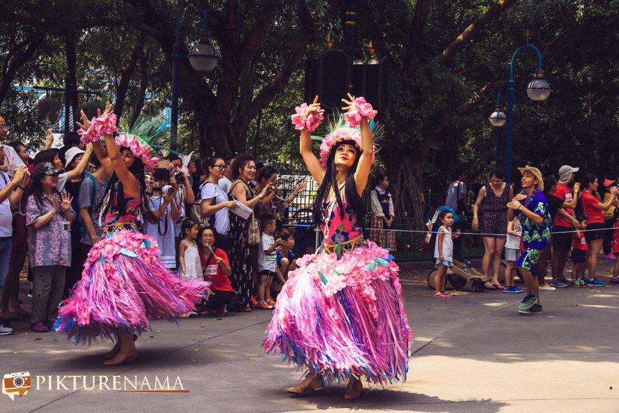 Flights of Fantasy in Hong Kong DIsneyland dancers 2