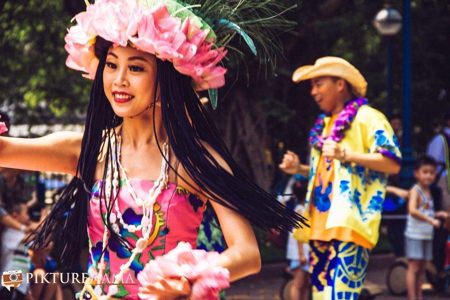 Flights of Fantasy in Hong Kong DIsneyland dancers 3