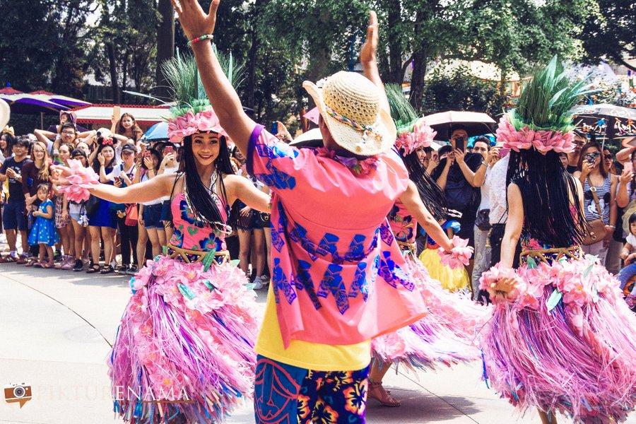 Flights of Fantasy in Hong Kong DIsneyland dancers 5