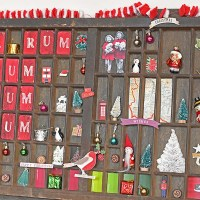 How To  Style A Christmas Vintage Printers Tray