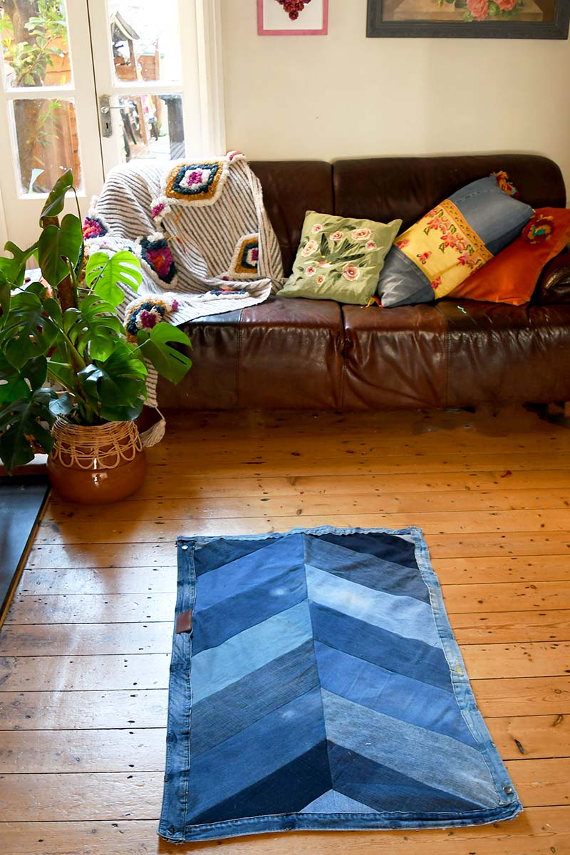 Sewing tutorial: Upcycled denim chevron rug