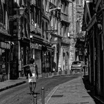 papier monochrome - La rue courbe