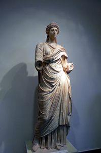 Estatua de Popea Sabina