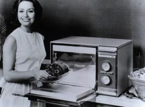 Uno de los primeros modelos de microondas, que revolucionó la vida en el hogar de muchas familias de la zona central de la '900