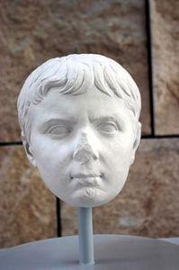 O Tiberius imperador como uma criança