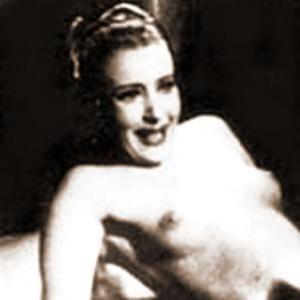 """Clara Calamai nella famosa scena a seno nudo in """"La cena delle beffe"""" (1941) di Alessandro Blasetti"""