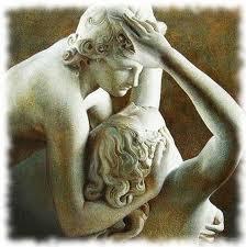 O amor entre homem e mulher representada em uma estátua