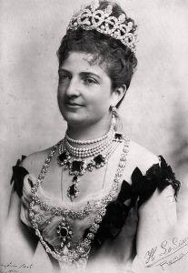 La regina Margherita di Savoia. Al collo, alcune delle favolose perle che la donna possedeva