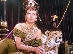 Poppea en un film. La segunda esposa de Nero adoraba el aroma de pachulí