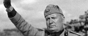 """Benito Mussolini. Fu lui a pronunciare la famosa frase """"nudi alla meta"""""""