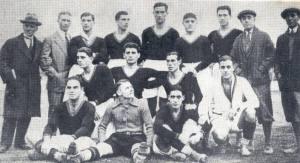 A primeira linha da Roma (1927/1928). A equipe foi imediatamente a camisa vermelha e amarela