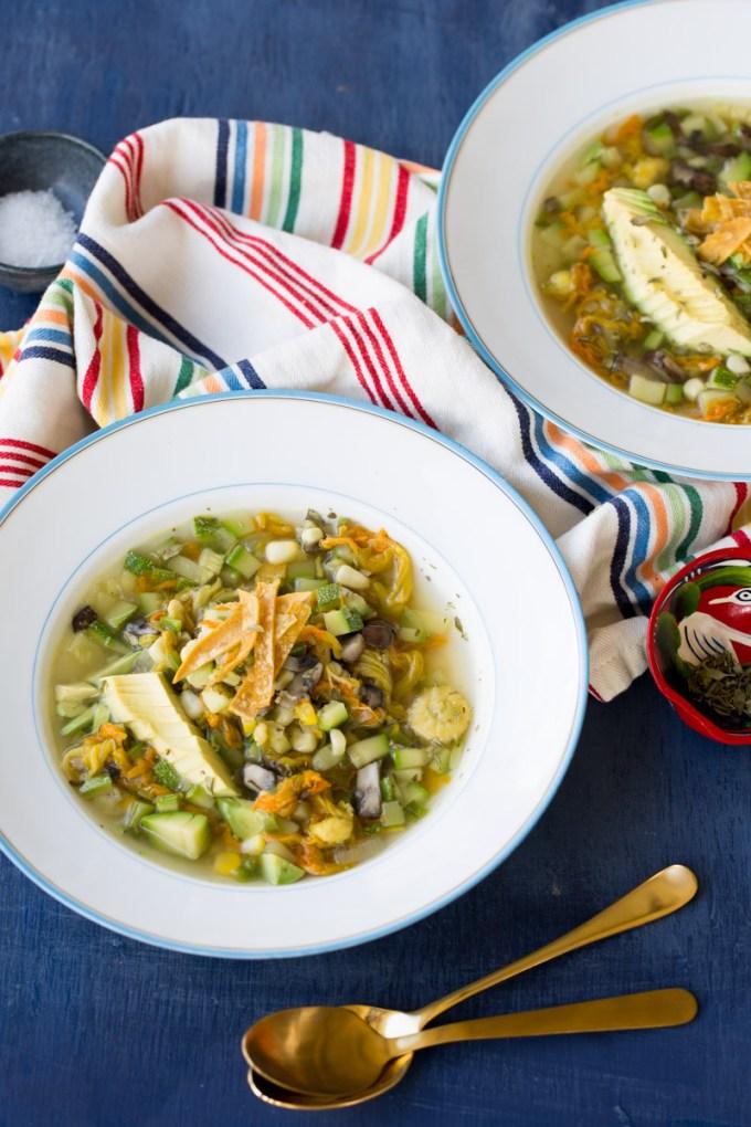 sopa de verduras mexicanas