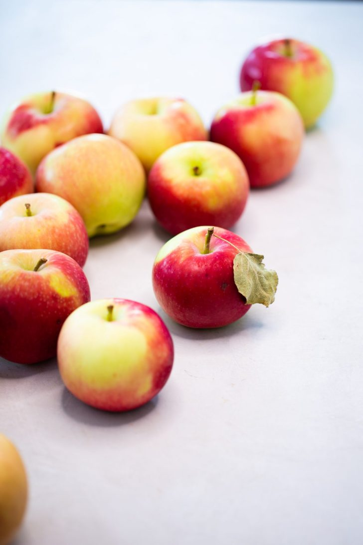 apples, a bunch of apples