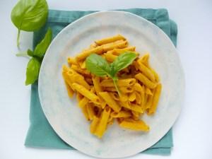 Salsa de nuez y pimiento para pasta totalmente vegana.