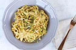 Noodles sin gluten con cream de cacahuate y naranja