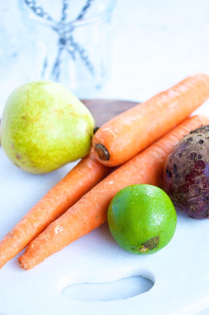 Jugo de betabel, pera y zanahoria