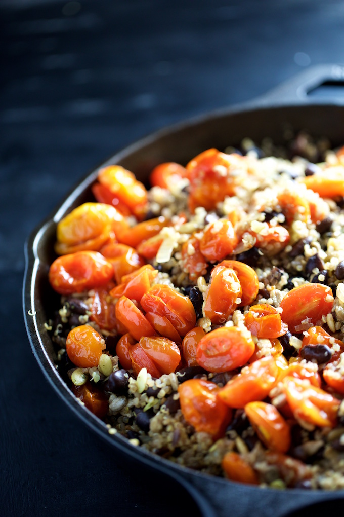Chiles rellenos, chile poblano relleno de quinoa y tomate cherry