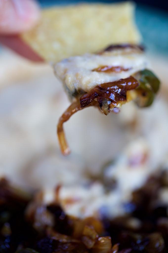 Receta de hummus con chiles toreados