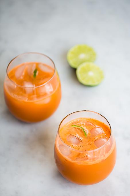 jugo de zanahoria, manzana y pepino