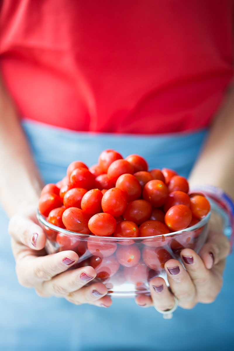Tomates cherry en un tazon.