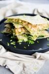 Quesadillas de frijol blanco y kale