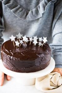 Receta de pastel de chocolate vegano para celebrar un buen cumpleaños.