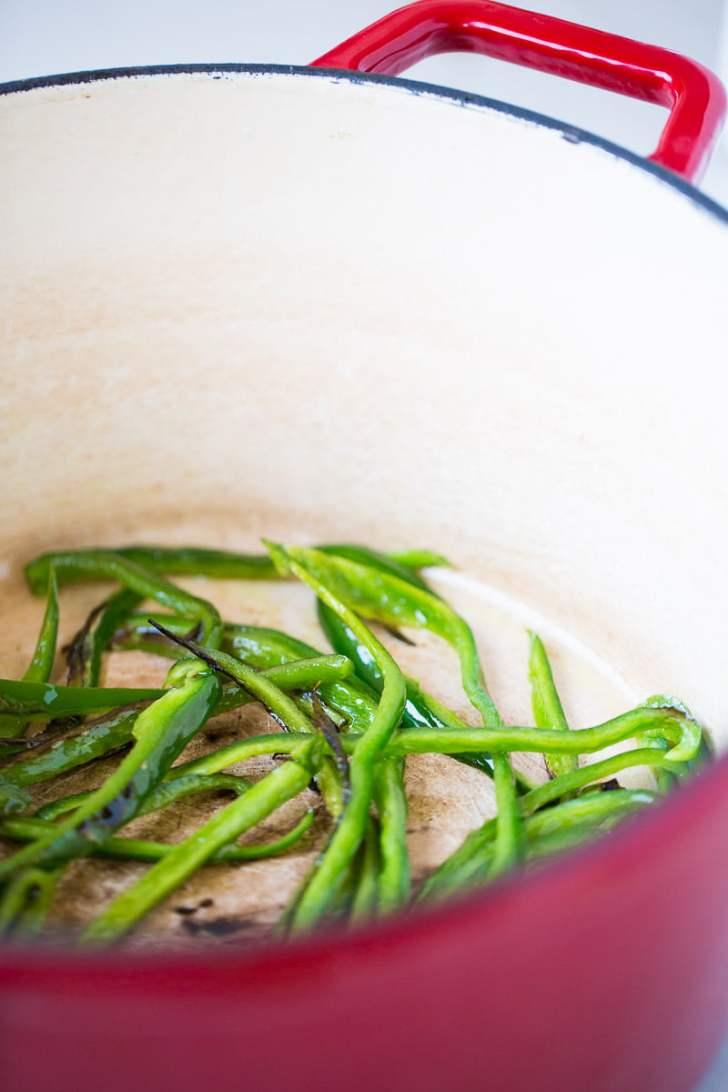 Receta saludable de sopa de elote con chile poblano o corn chowder con poblano.