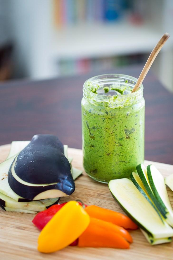Sandwich de verduras asadas con pesto clasico vegano. Receta de sandwich vegano, delicioso y super fácil.