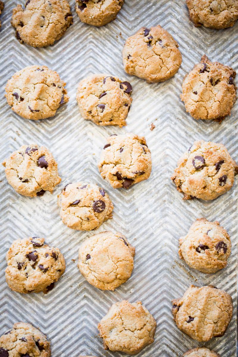 galletas de harina de almendra con chispas de chocolate