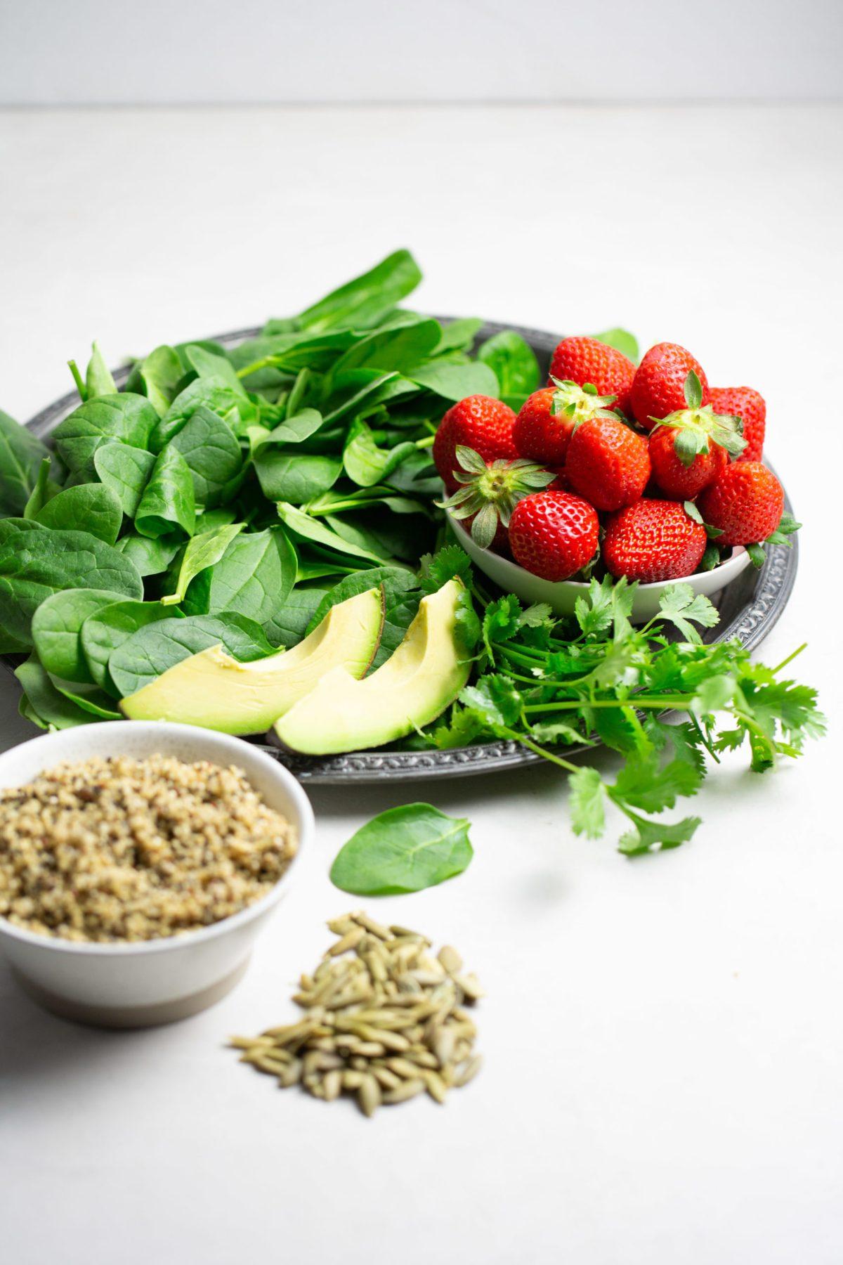 ingredientes para hacer ensalada de espinacas con fresas